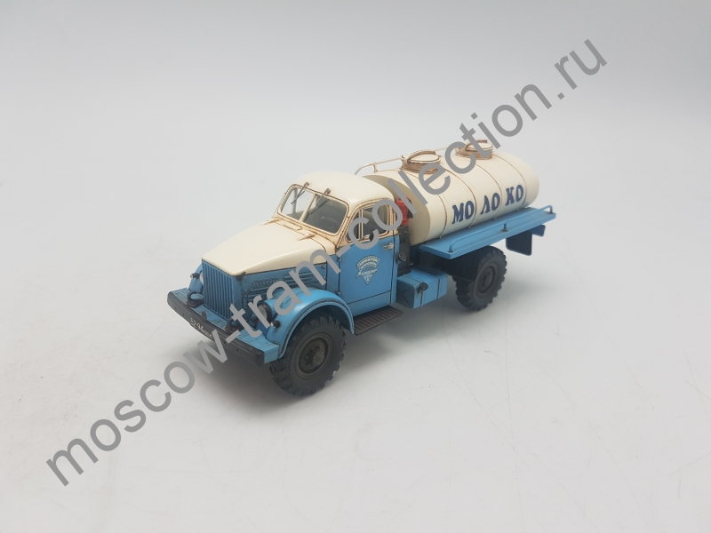Коллекционная масштабная модель 1:43 ГАЗ-63 АЦПТ-1,8 цистерна для перевозки молока