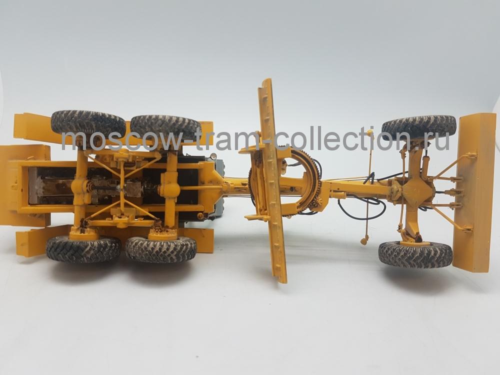 Коллекционная масштабная модель 1:43 ДЗ-98В, желтый