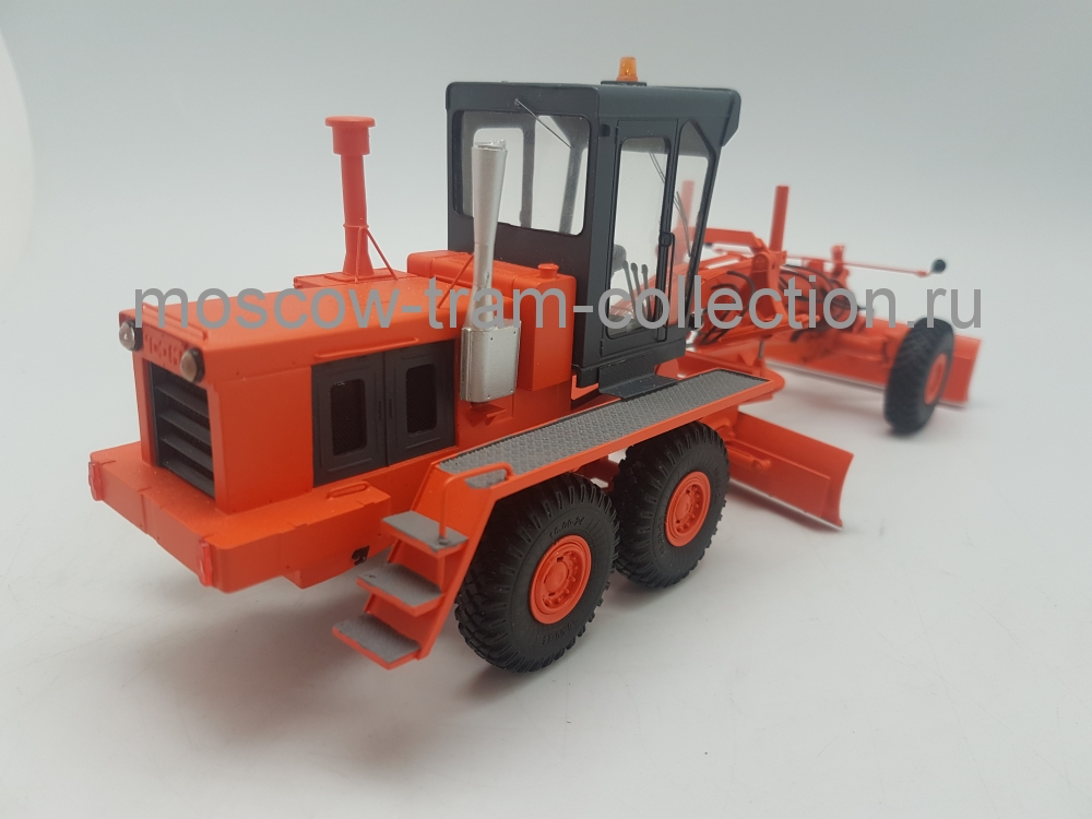 Коллекционная масштабная модель 1:43 ДЗ-98В, оранжевый