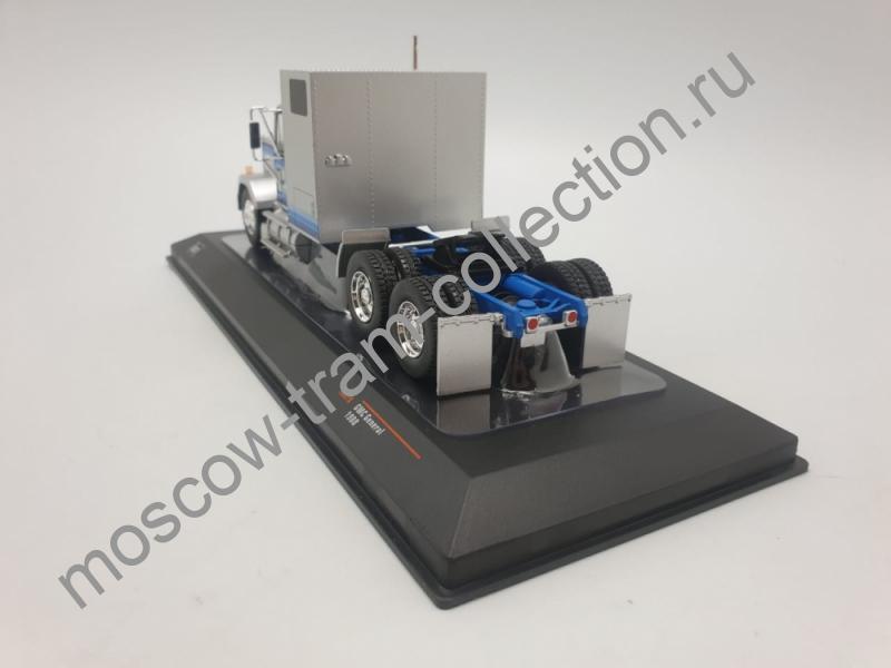 Коллекционная масштабная модель 1:43 GMC General year (1980) silver / blue, art. TR079