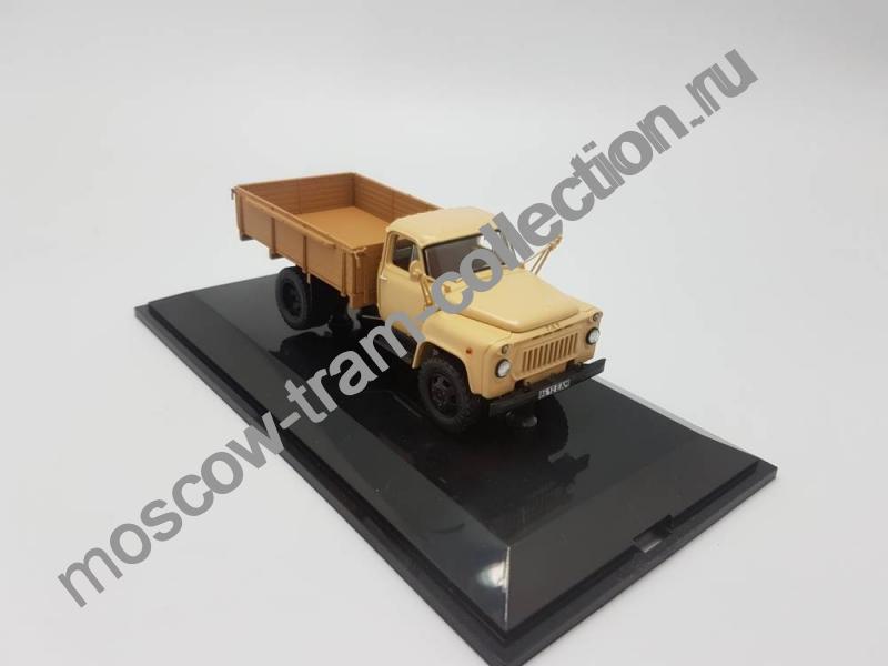 Коллекционная масштабная модель 1:43 Горьковский автомобиль 52-04 бортовой 1983