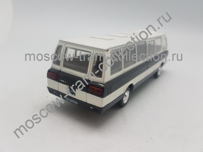 Масштабная коллекционная модель Зил 119 бело-синий
