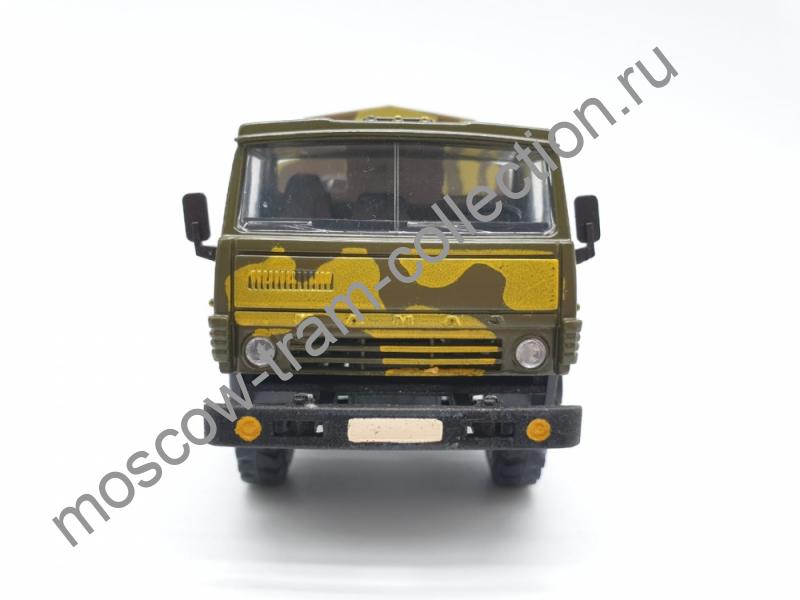 Коллекционная масштабная модель 1:43 Камаз-4310 камуфляж (стеклянном в боксе)