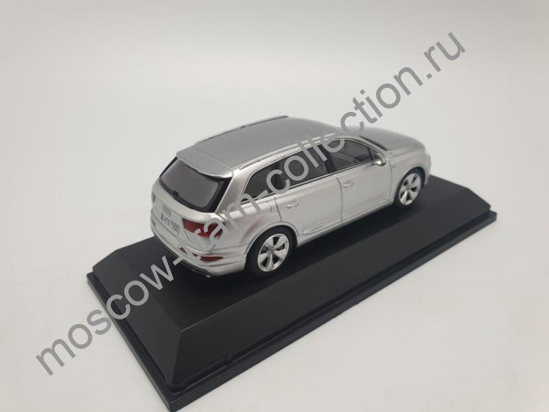 Коллекционная масштабная модель 1:43 Audi Q7 Silver