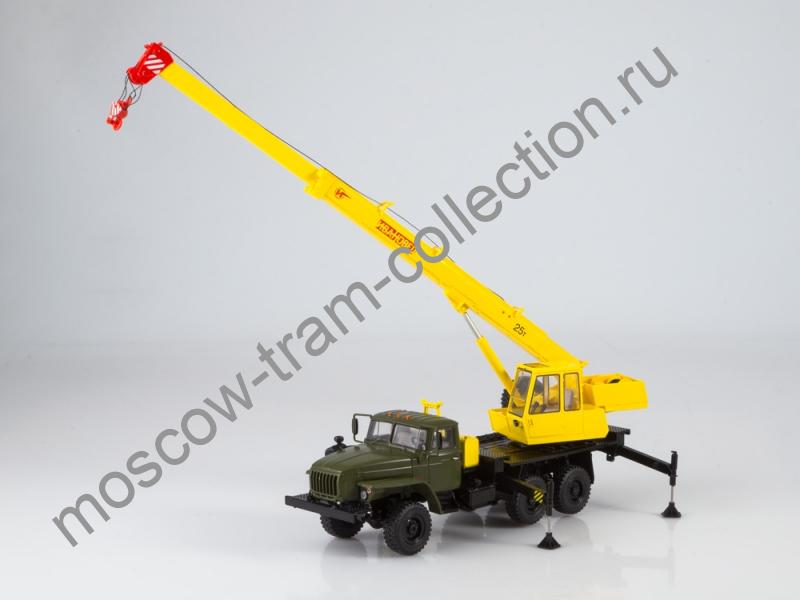 """Коллекционная масштабная модель 1:43 Автокран КС-3574 (4320-31) """"Ивановец"""""""