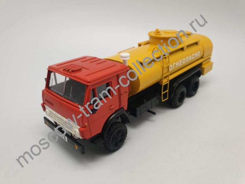 """Коллекционная масштабная модель 1:43 КАМАЗ-53212 """"Огнеопасно"""""""