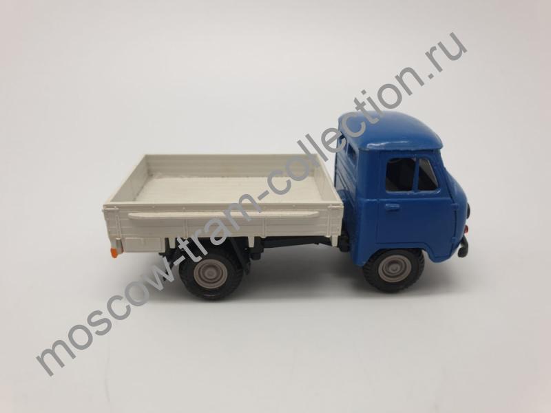 Коллекционная масштабная модель 1:43 УАЗ-452