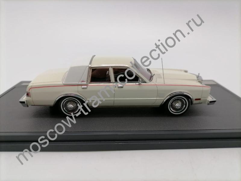 Коллекционная масштабная модель 1:43 Chrysler Fifth Avenue 1984
