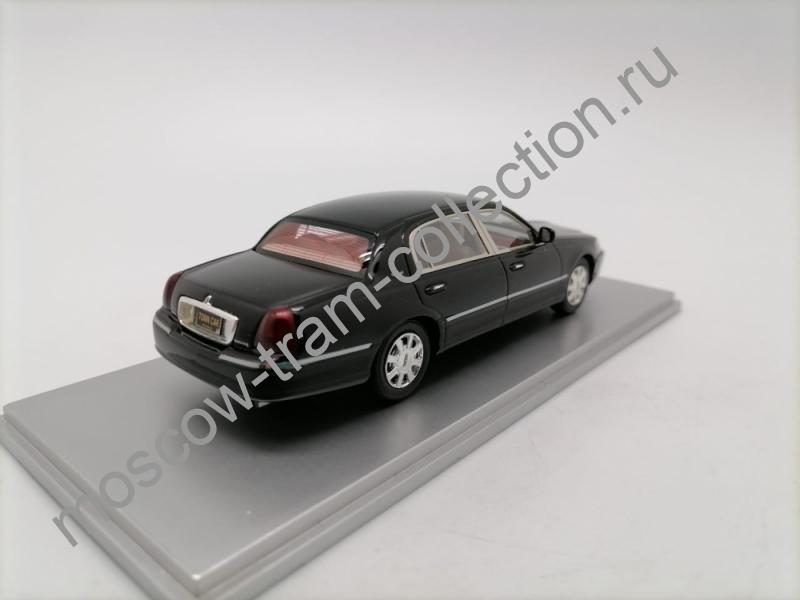 Масштабная коллекционная модель Lincoln Town Car 2011