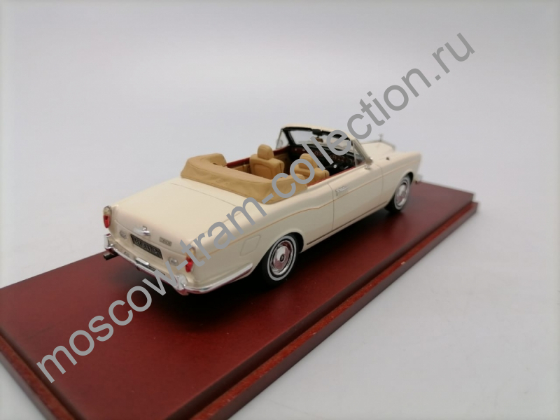 Коллекционная масштабная модель 1:43 ROLLS-ROYCE Corniche Convertible (1971), white