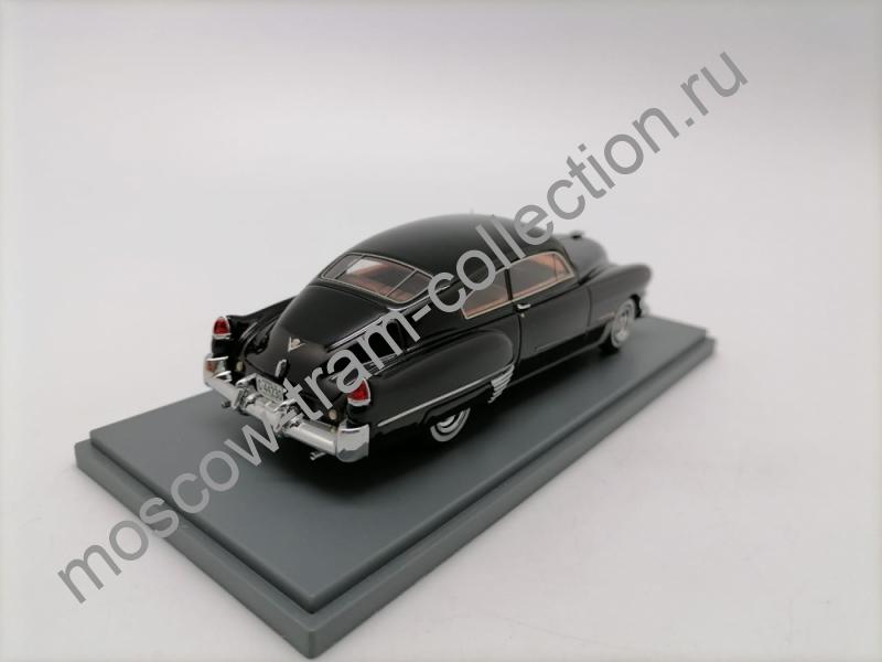 Коллекционная масштабная модель 1:43 Cadillac Series 62 Sedanet
