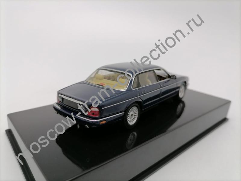 Коллекционные масштабные модели Jaguar XJ8 blue
